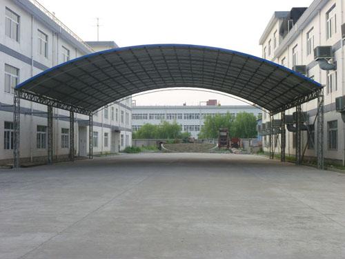 某大楼外拱形钢结构雨棚设计安装